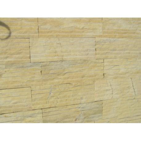 Płytka kamienna kwarcytowa żółta z przerostami , nacinana z  połyskiem 10x30 cm