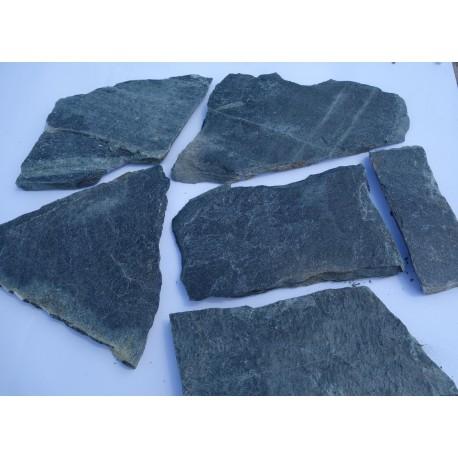 Kamień nieregularny ,,dzikówka'' - gnejs
